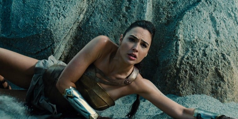 wonder-woman-trailer-2-wonder-woman-on-the-beach